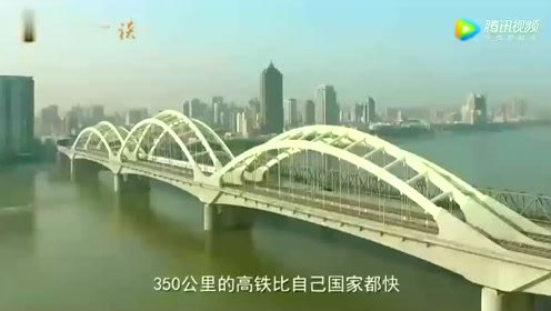 法国女孩来中国旅游,怀疑中国的东西都不要钱,甩一甩手机就能走