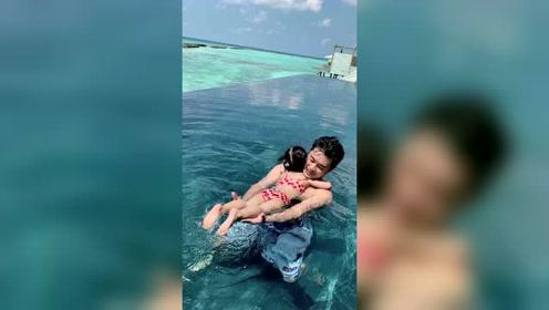 陈赫教女儿游泳,直呼不易!安姐紧搂爸爸,画面超暖!