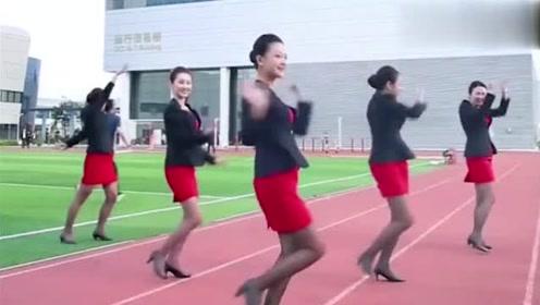 空姐跳长腿舞,如此简单的动作,都让人赏心悦目!