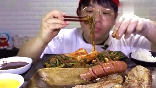 韩国美食吃播,烤肉烤肠,一盘泡菜,看起来好好吃!