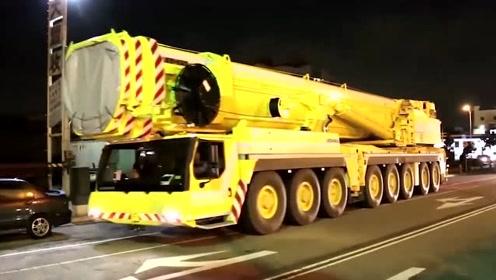 像这样的大物件,只有在深夜运输才不会造成交通拥堵
