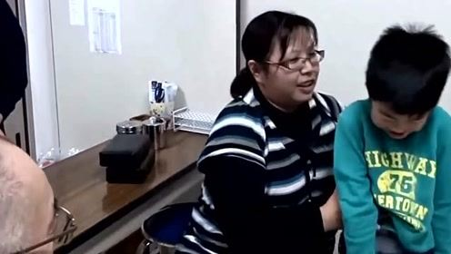 医生给儿子打针,孩子的表情是这样,真的好可爱!