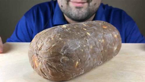 """美食之""""腊肠""""巧克力 吃播大胃王:10磅都是小意思!"""