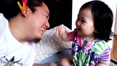 这才是真正的女儿奴,让宝宝这样薅夹子,真是痛并快乐着!