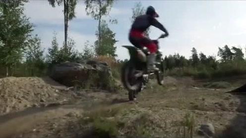 骑士不问坐骑,街车VS越野摩托,挑战各种地形