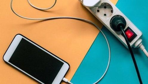 手机充电器要不要拔掉?好多人不清楚,尽早叮嘱家里人,太重要了