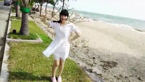 带妹妹去海边,结果她是真的喜欢跳舞!