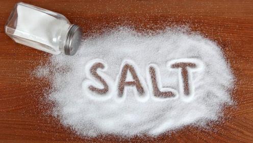 厨房里的食盐还有那么多种妙用,学会一年省下不少钱,太棒了!