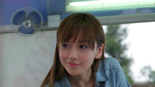 Angelababy早期节目造型青涩 中文名竟然不是杨颖?