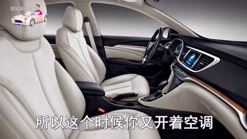 玻璃关紧在车里睡一晚氧气够吗?女司机亲自教你,这样做才安全