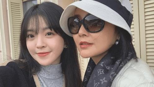 王中磊21岁女儿近照太美了 打扮时尚尽显名媛气质