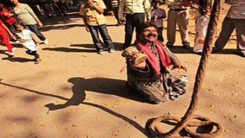 男子练成失传已久的绝技,印度通天绳,看完让人目瞪口呆