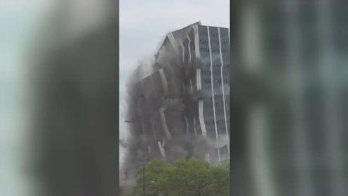 美国昔日第二大钢铁公司总部被爆破拆除