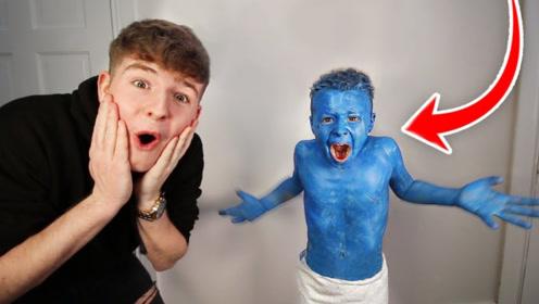 亲兄弟系列!老外在弟弟洗发水加蓝颜料,网友:真人版蓝精灵