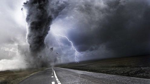 画面曝光!龙卷风肆虐美国中部,货车被吹翻,上百座建筑遭毁!
