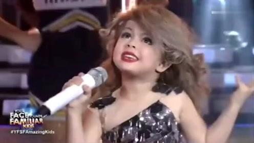 七岁小女孩模仿霉霉,也太可爱了吧,又想骗我生女儿
