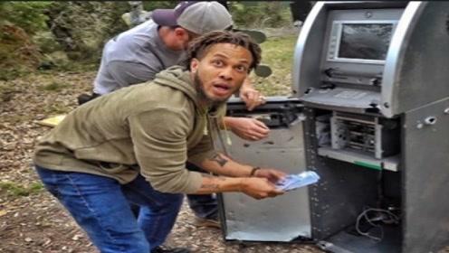 """小伙捡到废弃ATM机,辛苦拆开后,意外发现""""巨额现金""""!"""