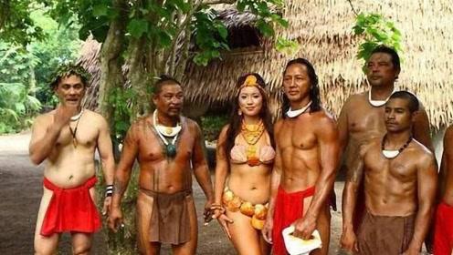 """这个部落生活着岛上,实行""""一女多夫制"""",以贝壳作为服饰"""