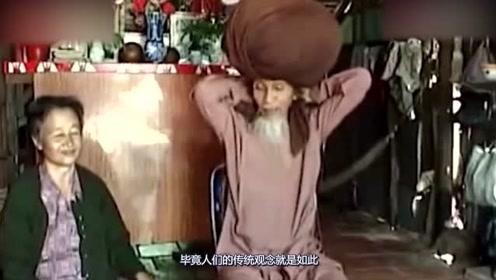 越南老人50年没有剪过头发,打开头套的瞬间,众人纷纷傻眼