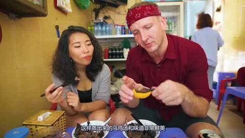 越南逛美食街,看到啤酒罐里伸出黑色鸡脚,弄清真相后连喝两罐!
