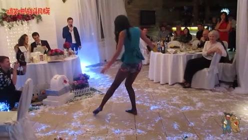 女孩婚礼献舞 当她脱掉高跟鞋的一刻 我就知道这舞蹈不简单