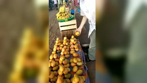 拖鞋哥爱家人,买芒果回去做芒果干好带回国给他的家人