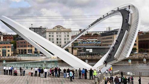 这座大桥造价3亿,无数人驻足只为一睹它翻身风采,看完你敢走吗