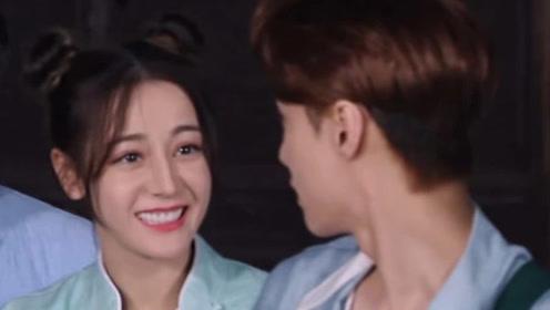 热巴背后偷袭张艺兴,他下意识反应让人出乎意料,是真爱没错了!