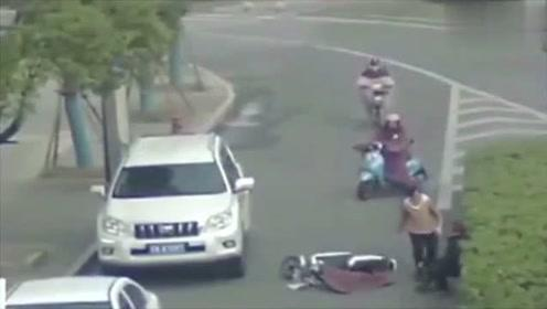 女司机又来闯祸,网友:心疼这位被撞的大爷
