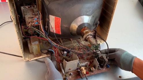 修理一台1985年的电视机,看过这种电视机的,有30岁了吧!