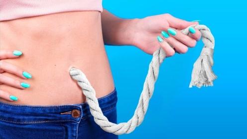 魔术揭秘:恶作剧绳子瞬间穿过肚皮,绳子去哪里了?方法特简单