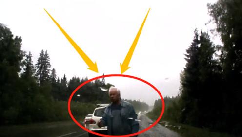 车龄50年的老司机!高速蹭车失控后,短短3秒稳定车身太6了!