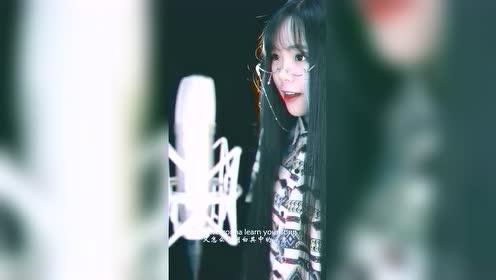 最新网红出道,翻唱过的歌曲列入中国十大成名曲之一