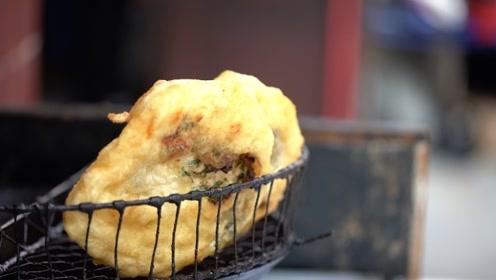 重庆街头小吃辣油饼,1元2份还带肉,这是什么神仙物价啊!