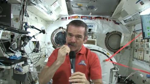 在太空中是怎样刷牙的?老外趣味解密,网友 :了解!