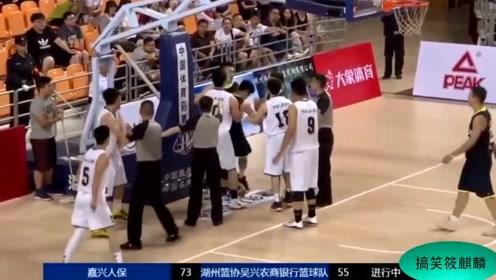 浙江篮球赛爆发大规模冲突!前山西队后卫申屠逸斐惨遭群殴!