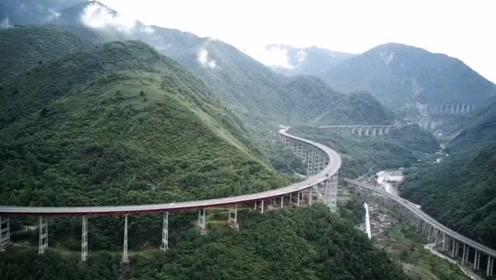 中国最险峻的高速公路,耗资206亿,240公里全程高架!