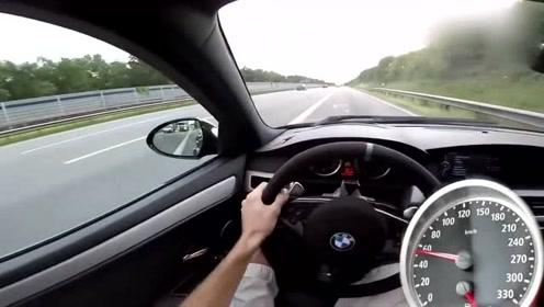 宝马M5高速上加速测试,看看到底有多强悍