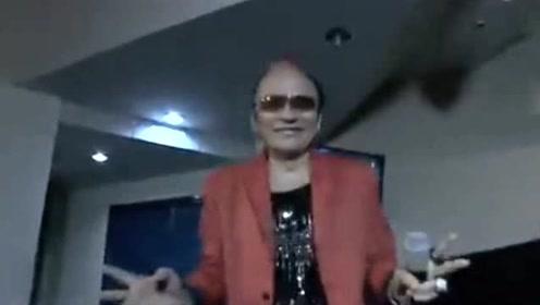 曾是台湾最火歌手,因罢唱遭追杀,豪赌一夜输掉700万