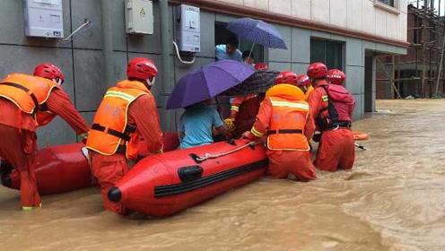 """浙江""""暴力梅""""来袭,48户居民被困洪水,消防船桨探路救援"""