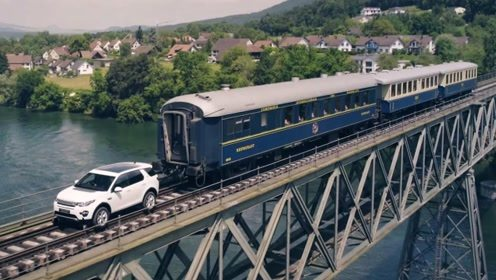 百吨火车抛锚了,路虎车主冲上铁轨帮忙,一脚油门惊艳开始!
