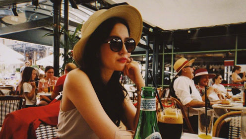 刘亦菲白到发光的腿真亮眼,网友:这是夏日风情美少女