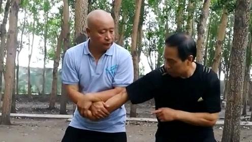 """两位高手对练接拳""""小缠"""",看架势都是高手,不知实战能力如何"""