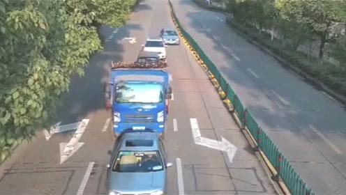 """震惊!道路上一货车车头突然""""升空"""",这是要""""起飞""""的节奏吗?"""