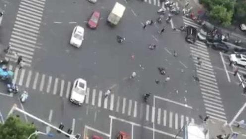 警方详解常州奔驰车祸:司机癫痫发作,开车时穿拖鞋