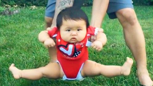 妈妈把1岁娃扔草地上,下一秒小娃瞬间崩溃,这画面看完不许笑