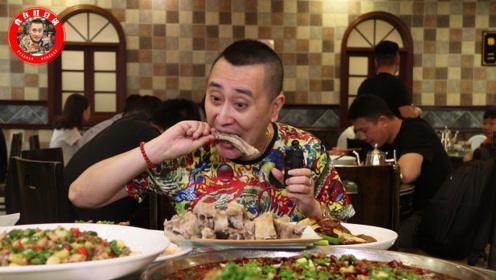 藏在重庆郊区的老馆子,18年来好评如潮,泡菜也只能限量不够卖