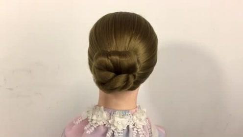 你从未尝试过的盘发方法,这款发型漂亮又减龄,一分钟就能上手