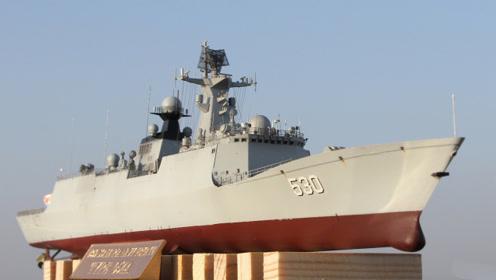 中国神盾舰突现英吉利海峡!这时一艘4800吨英国巨舰靠了上来
