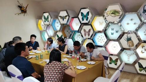 博物馆展厅举办晚宴创下全国首次,世界最长昆虫活体引围观